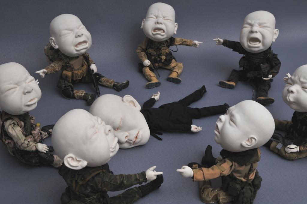 Сюрреалистическая скульптура Кто это сделал?, Джонсон Цанг