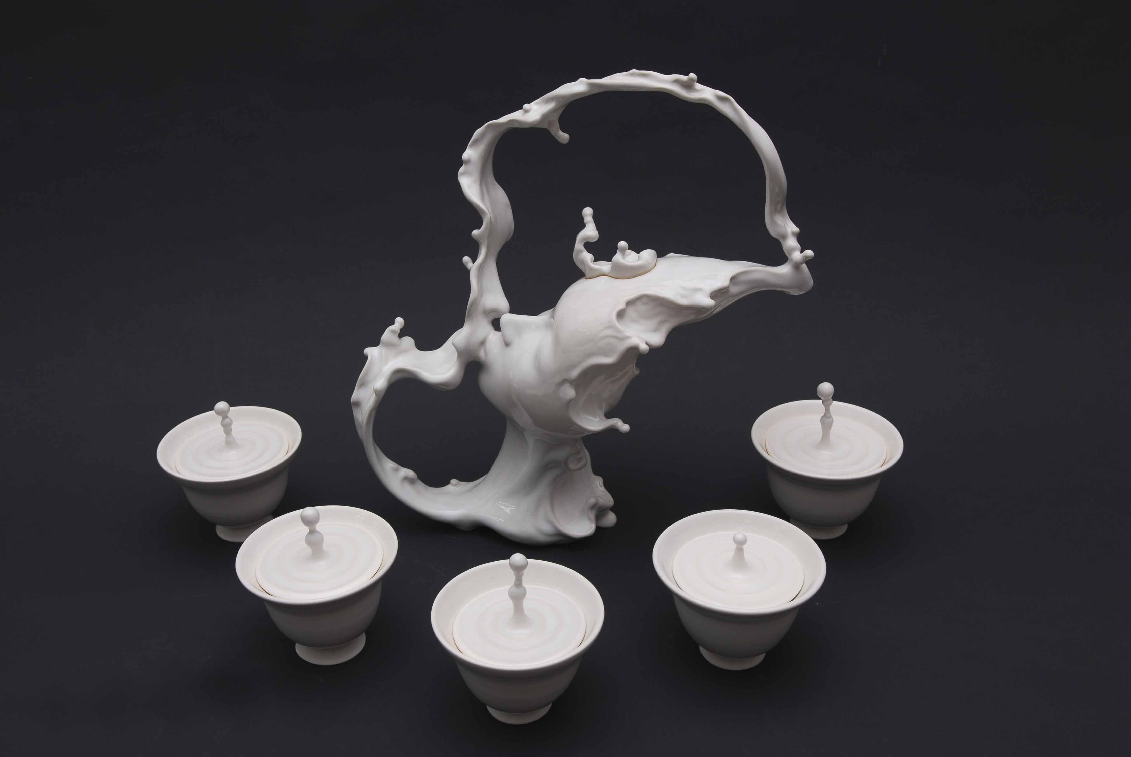 Сюрреалистическая скульптура, поцелуй - Джонсон Цанг