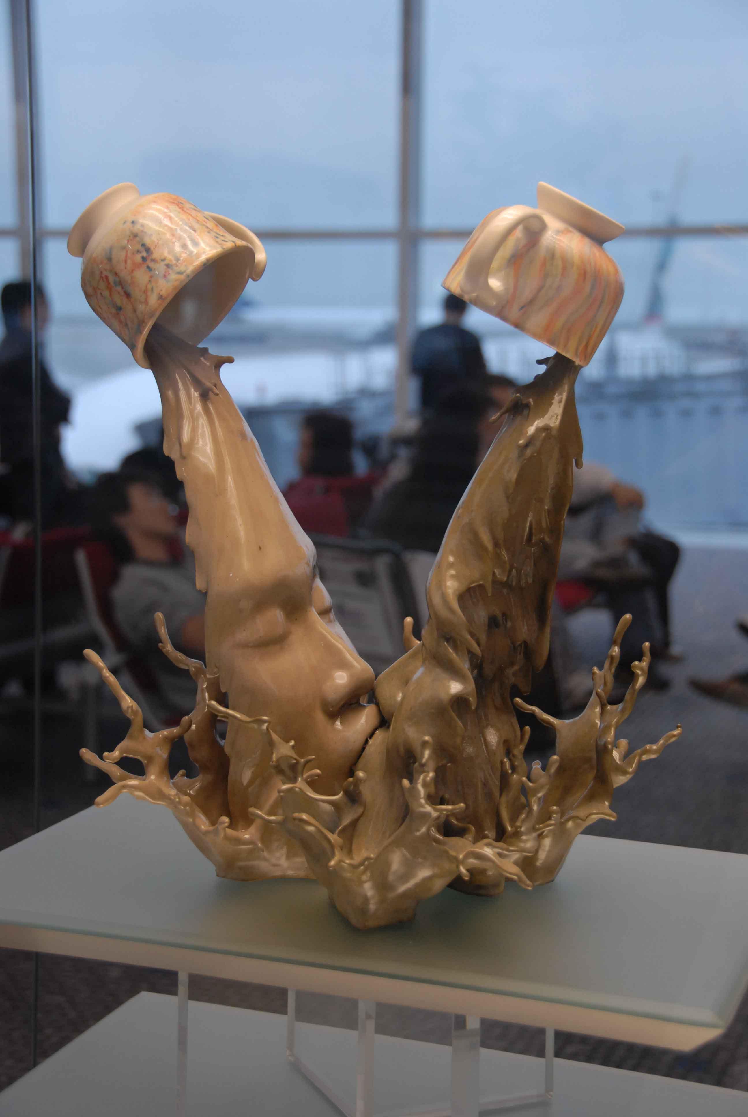 Сюрреалистические скульптуры, кофейный поцелуй - Джонсон Цанг